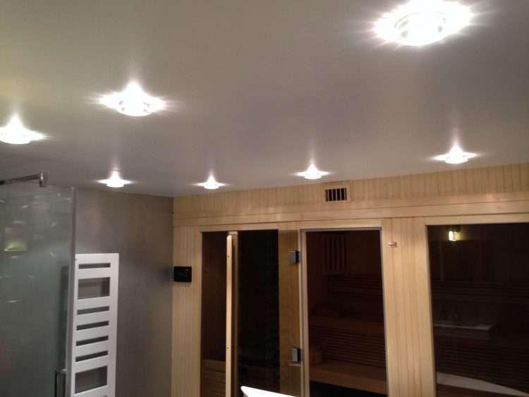 Installation de spots lumineux et d'un sèche serviette
